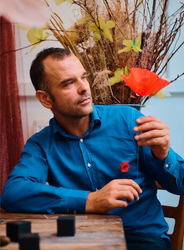 Vente solidaire sur internet: William Amor en collaboration avec Kenzo Parfumes